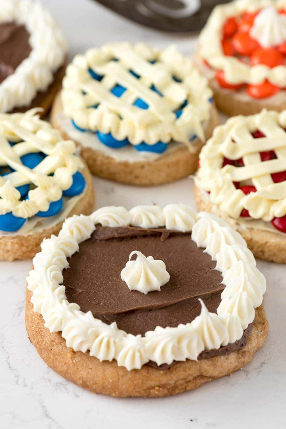 Pie Cookies - make a chocolate cream pie cookie out of frosting and your favorite cookie!