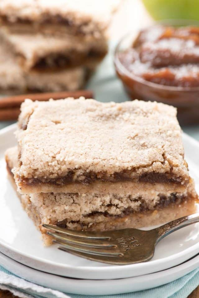 Apple Butter Pie Bars - an easy way to make an apple pie! Slab pie or pie bars are so much easier to serve and these are full of rich apple butter with a crumble topping.