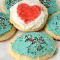 Cake Mix Sugar Cookies by www.crazyforcrust.com #cookie #Christmas