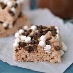 close up of hot-chocolate-rice-krispie-treats