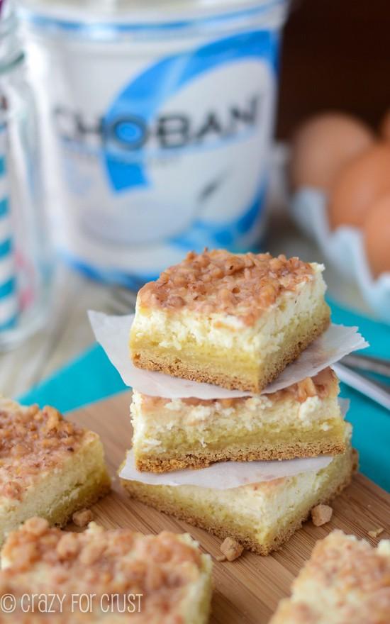 Creme Brulee Cheesecake Bars | www.crazyforcrust.com | #cheesecake #cookie #chobani