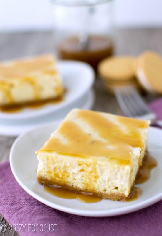 Banana Cheesecake Bars | The banana cheesecake pairs perfectly with the Golden Oreo Crust! | crazyforcrust.com | #cheesecake