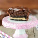 mini mud pie cupcake with peanut butter oreo crust on pink mini cake plate