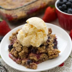 Berry Crisp with Oatmeal Cookie Crumble (5 of 10)w