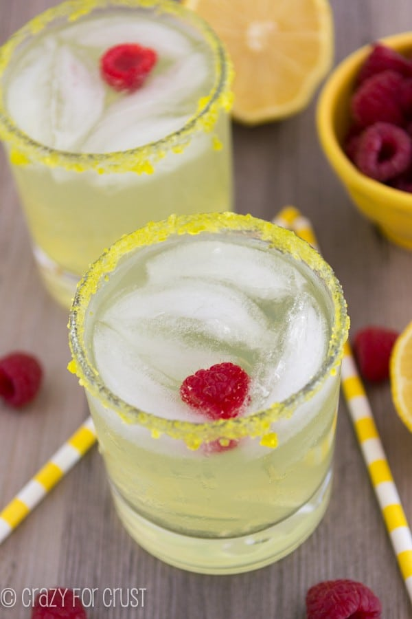 The perfect summer cocktail: a Lemon Drop Fizz!