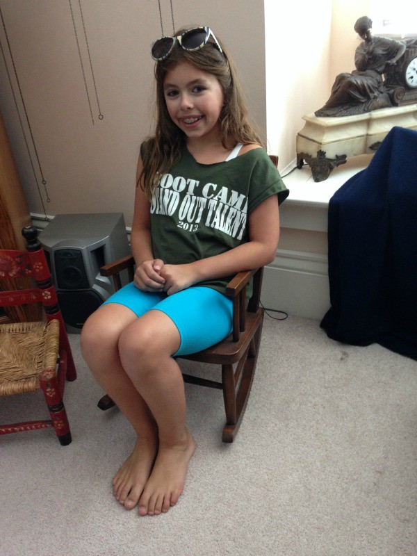 rocking chair 2014 (9 years old), Girl wearing a green shirt and blue biker shorts