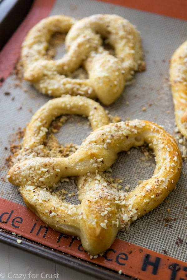 Almond Crunch Soft Pretzels - homemade soft pretzels with almond crunch topping, just liken the mall!