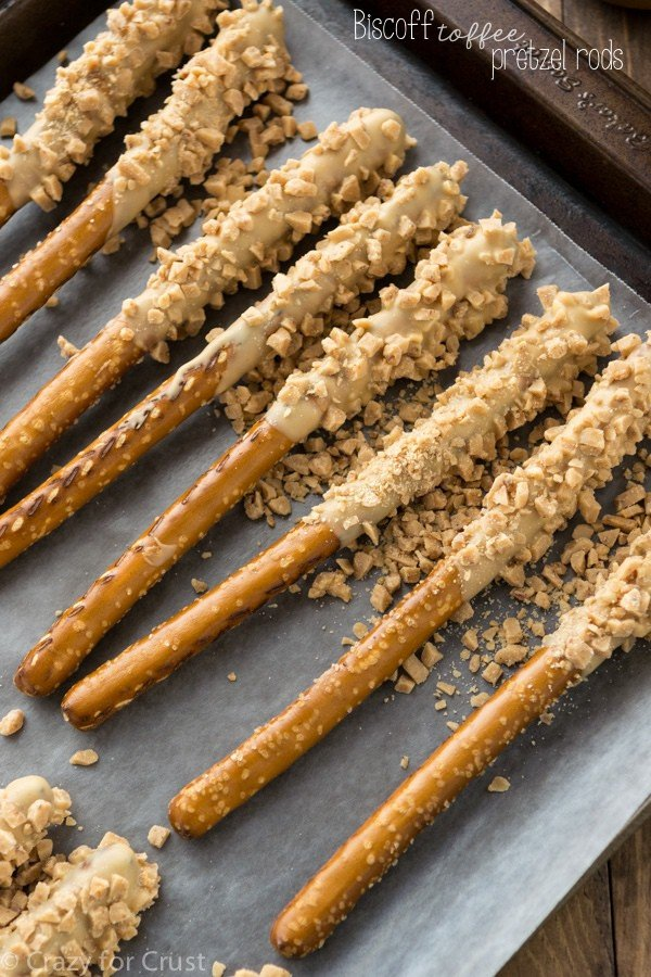Biscoff Toffee Pretzel Rods (2 of 7)w