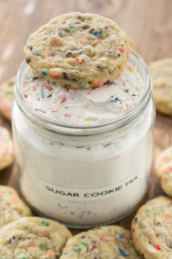 Homemade Sugar Cookie Mix is the perfect DIY gift! And it makes soft and yummy cookies!