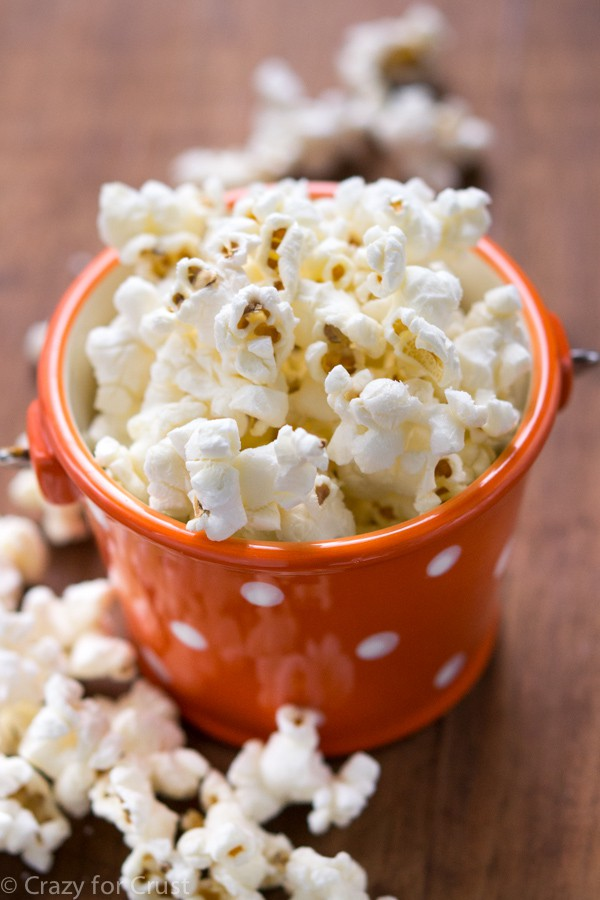 Skinny Kettle Corn that is also sugar-free! This comes together in minutes and is the perfect low-calorie snack.