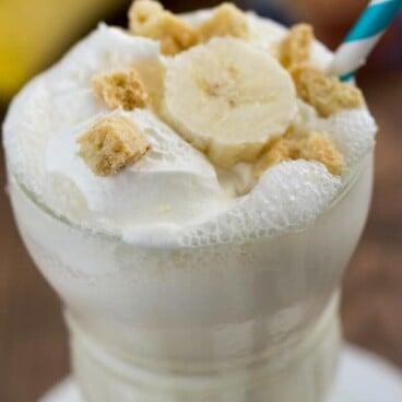 banana cream pie milkshake in milkshake glass