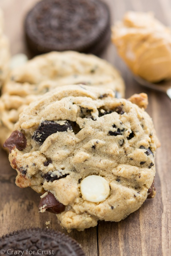 Cookies 'n Cream Peanut Butter Cookies - an easy cookie recipe filled with peanut butter, chocolate, and Oreos.