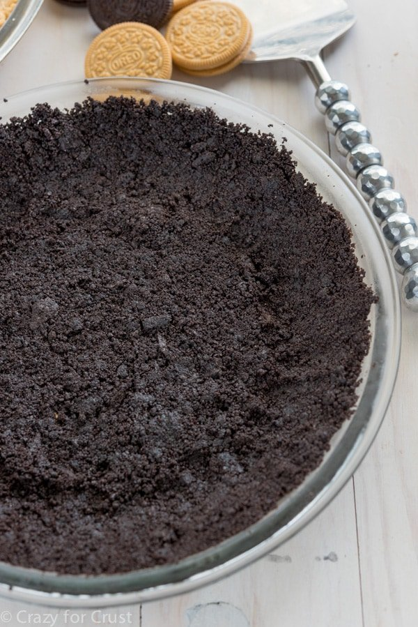 Oreo cookie crust made fresh, from scratch! This easy homemade Oreo cookie crust will amp up the flavor of your favorite no-bake pie recipes.