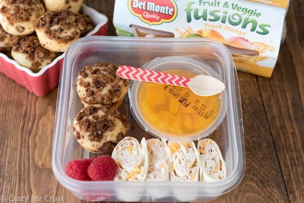 DIY lunch! Del Monte Fruit & Veggie Fusions, crumb cake muffins, and turkey cheese pinwheels!