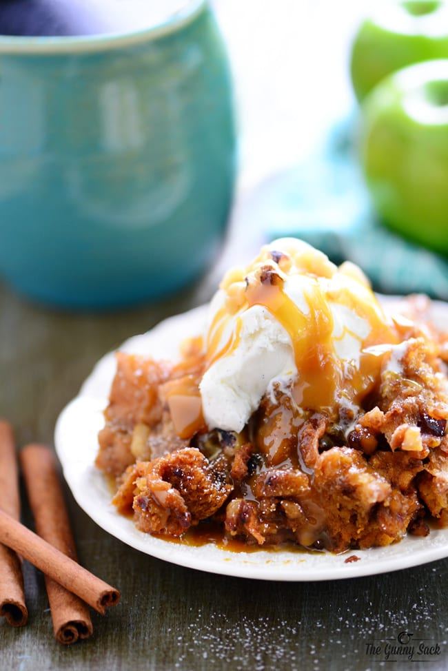Slow_Cooker_Apple_Walnut_Bread_Pudding