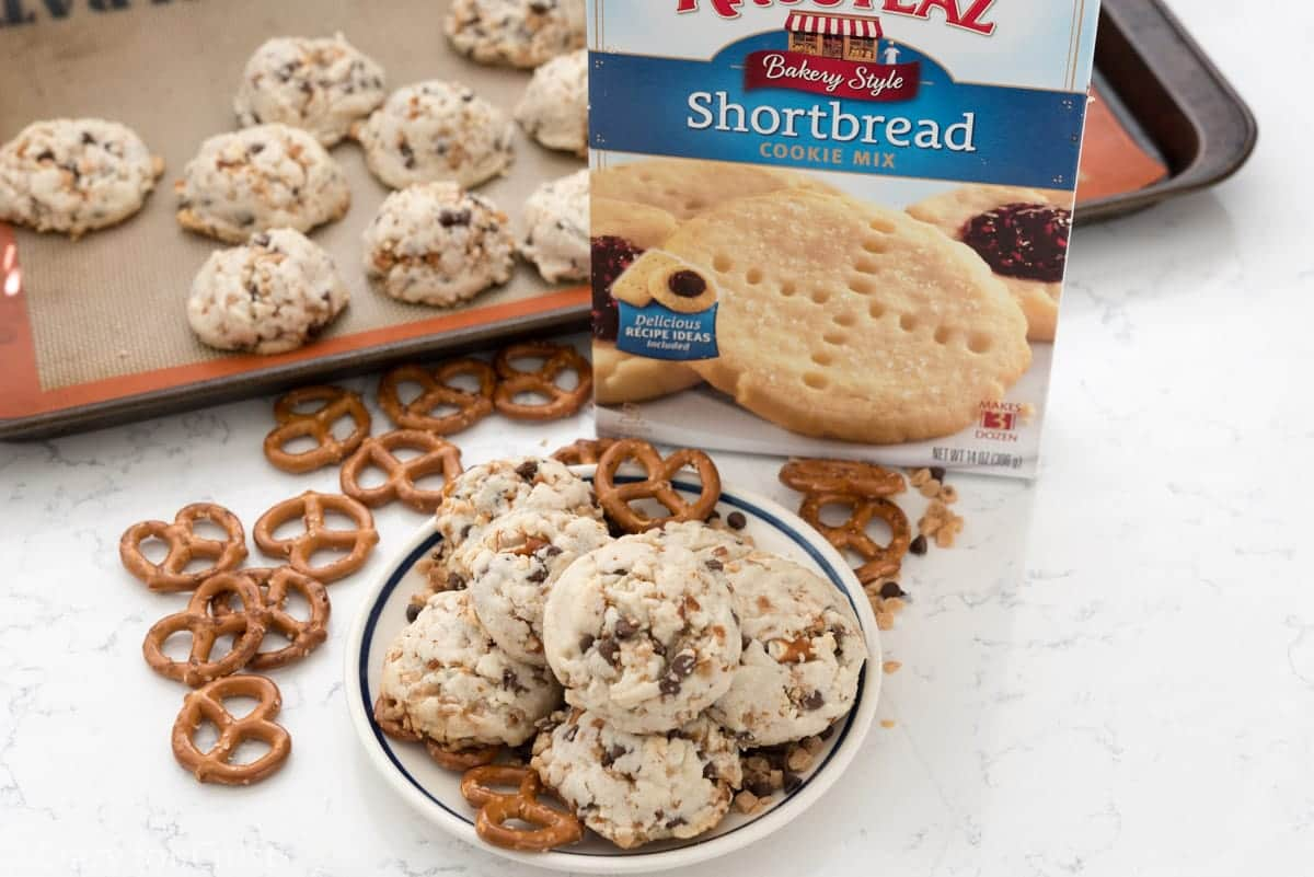 Pretzel Toffee Shortbread Cookies (7 of 8)