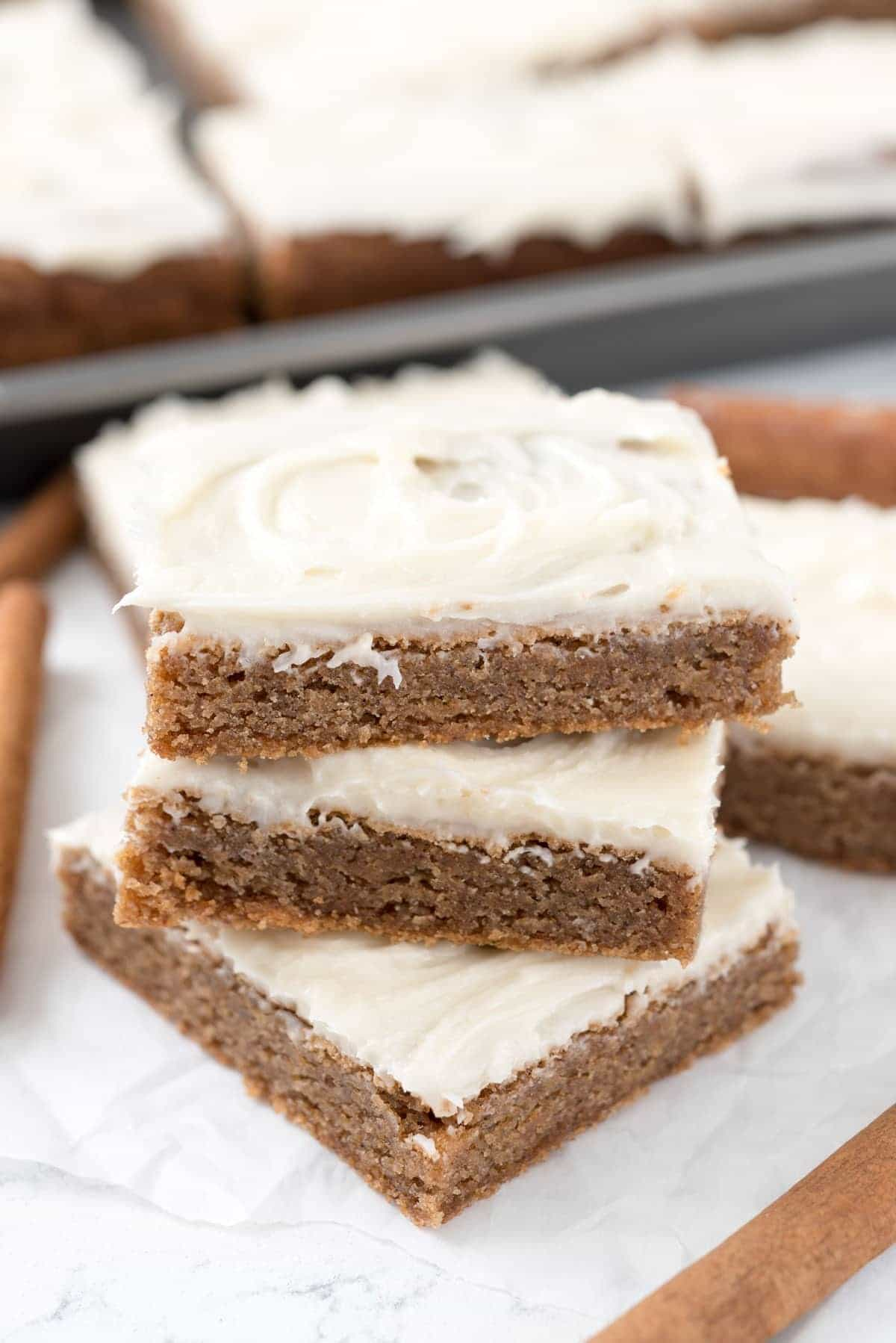 Cinnamon Roll Blondies Recipe