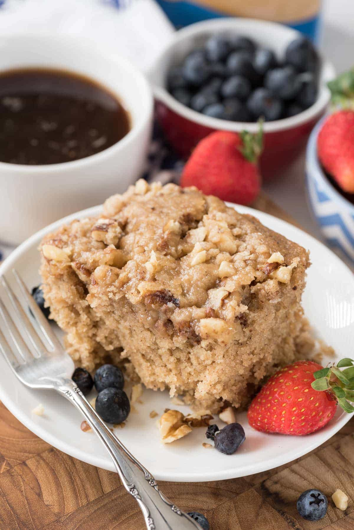 Slow Cooker Coffee Cake - this easy coffee cake is totally happening for Easter or Mother's Day brunch!