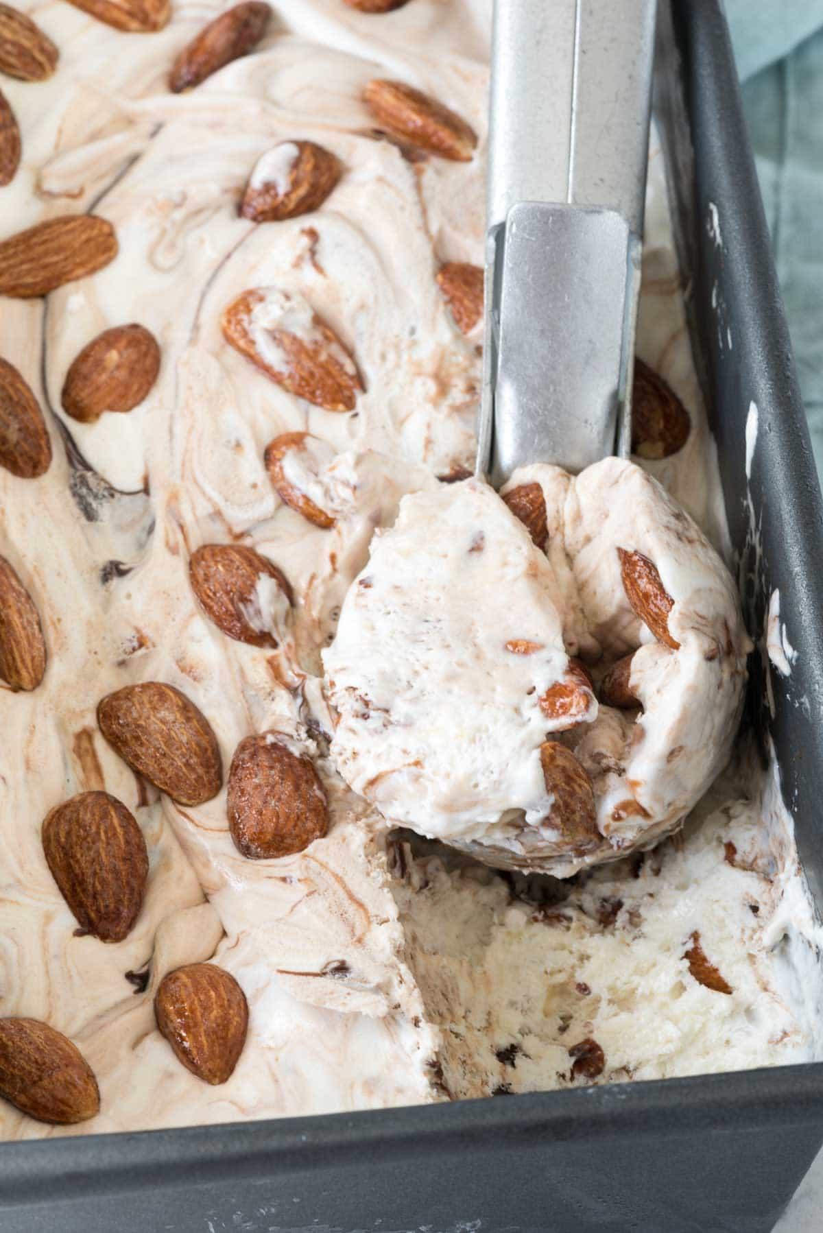 No Churn Almond Fudge Ice Cream Recipe - no machine needed and tons of almonds and hot fudge flavor!