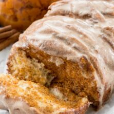 Easy pumpkin pull-apart loaf - this is the perfect pumpkin recipe! Refrigerated biscuits filled with pumpkin pie mixture - it's like pumpkin pie for breakfast!
