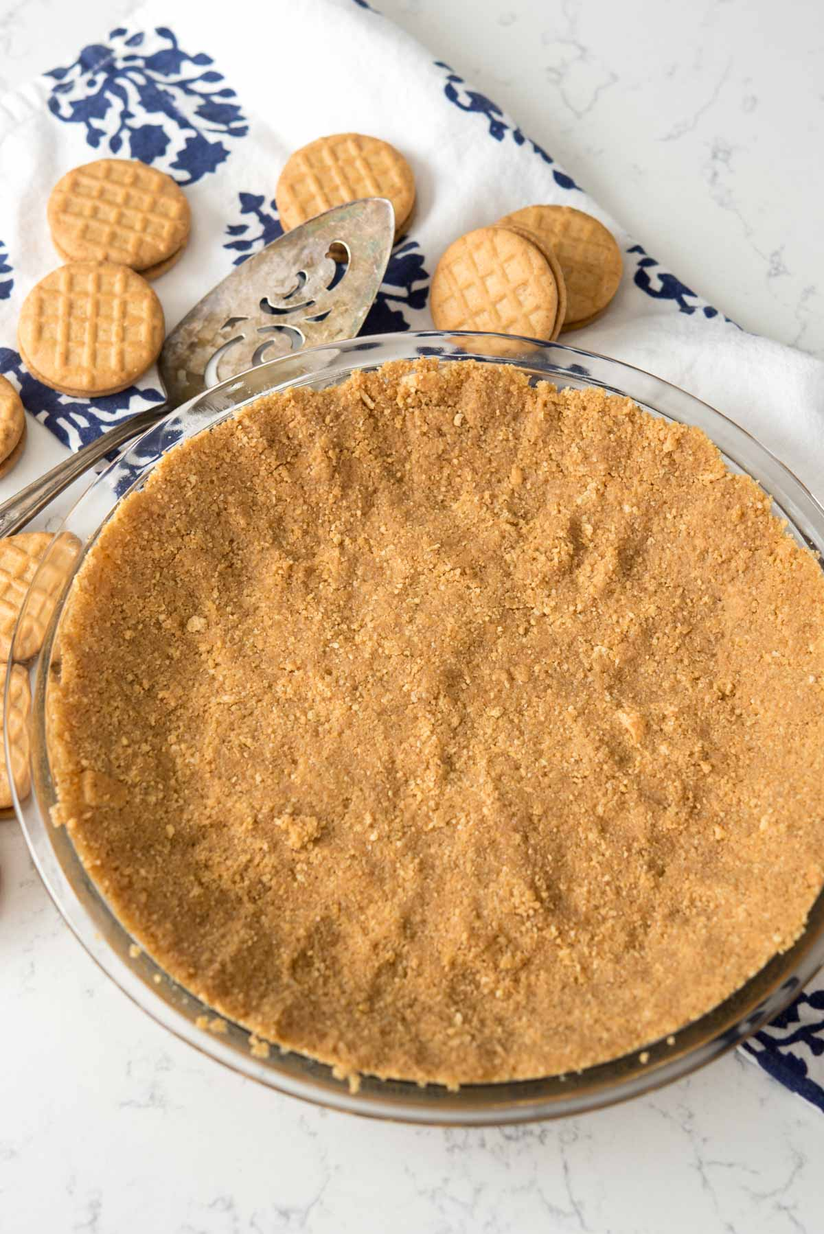 Easy No-Bake Peanut Butter Cookie Crust - this crust recipe is PERFECT for any no-bake pie!