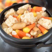 rice-krispies-treats-halloween-snack-mix-2-of-5