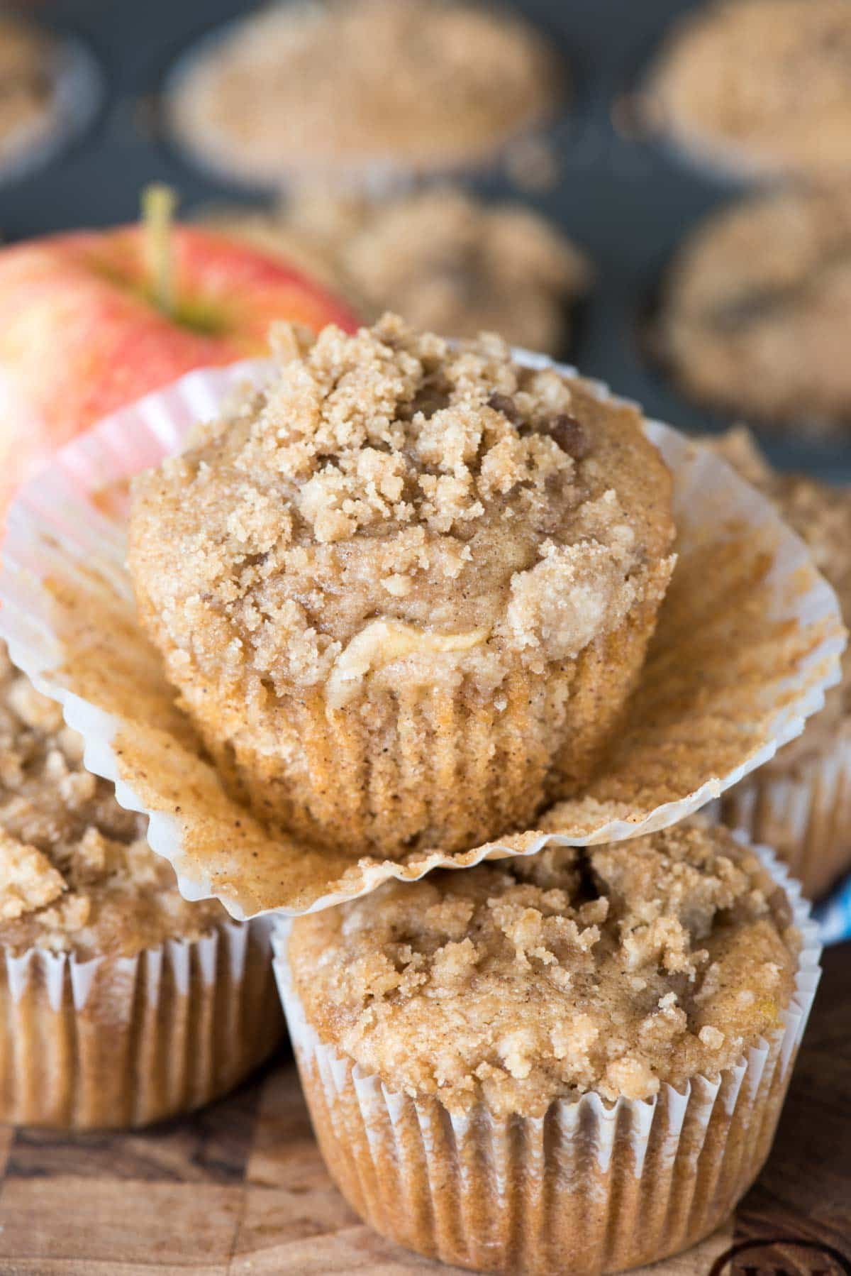 Easy Crumb Apple Muffins – a fluffy cinnamon apple muffin filled ...