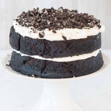 naked oreo cake with cream filling