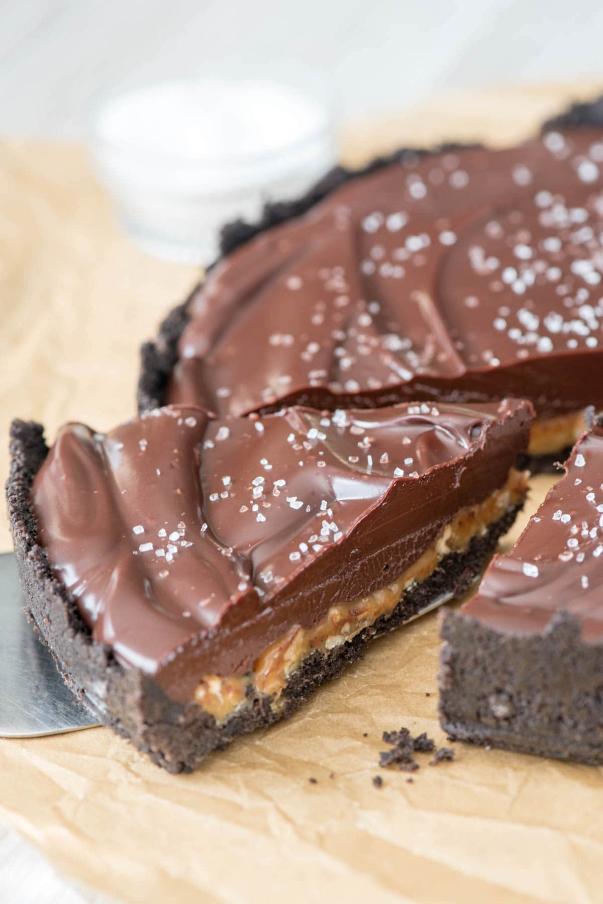 no-bake Salted Caramel Pecan Chocolate Pie - an oreo crust with salted ...