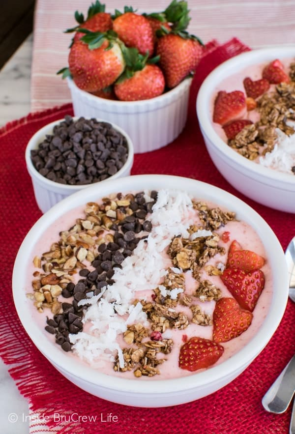 strawberry coconut smoothie bowl