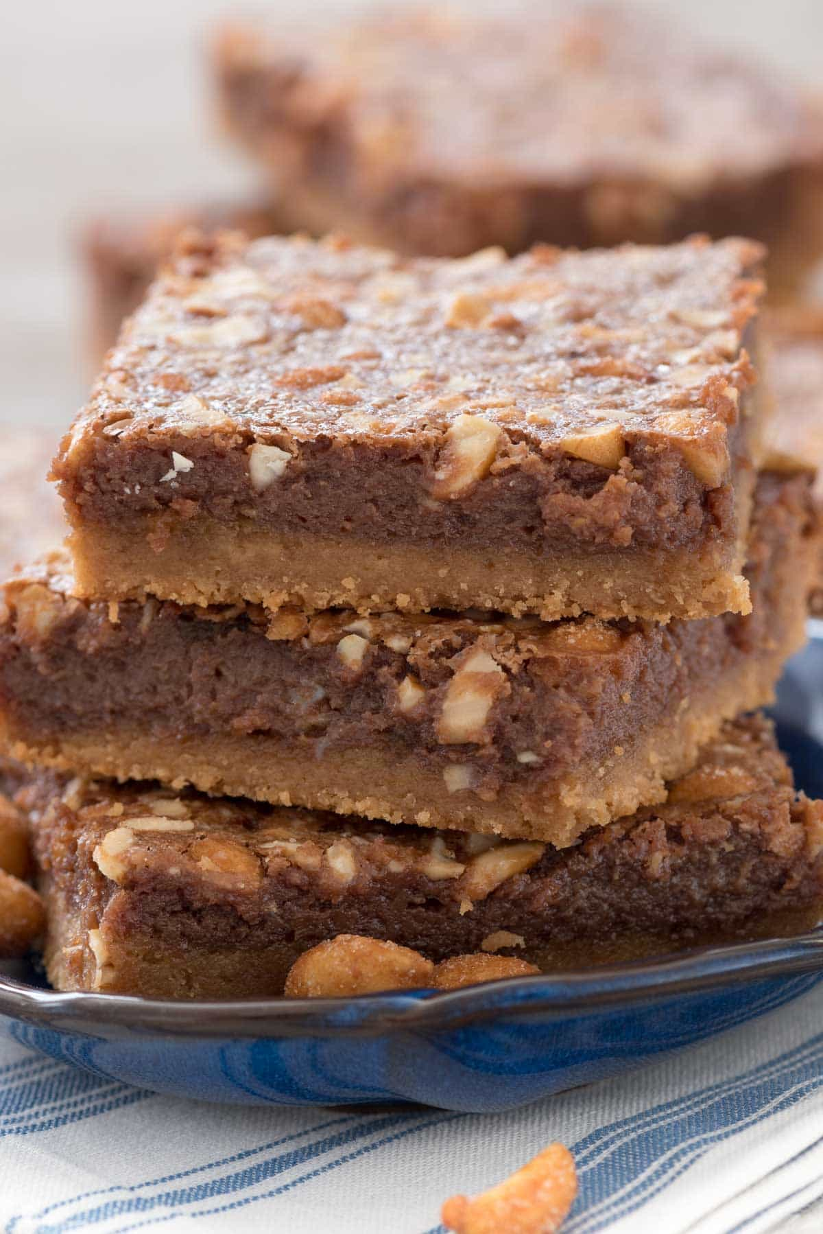 Flourless Peanut Butter Brookies - these chocolate fudge peanut butter cookie bars are accidentally gluten-free and taste like brownie peanut butter cookies!