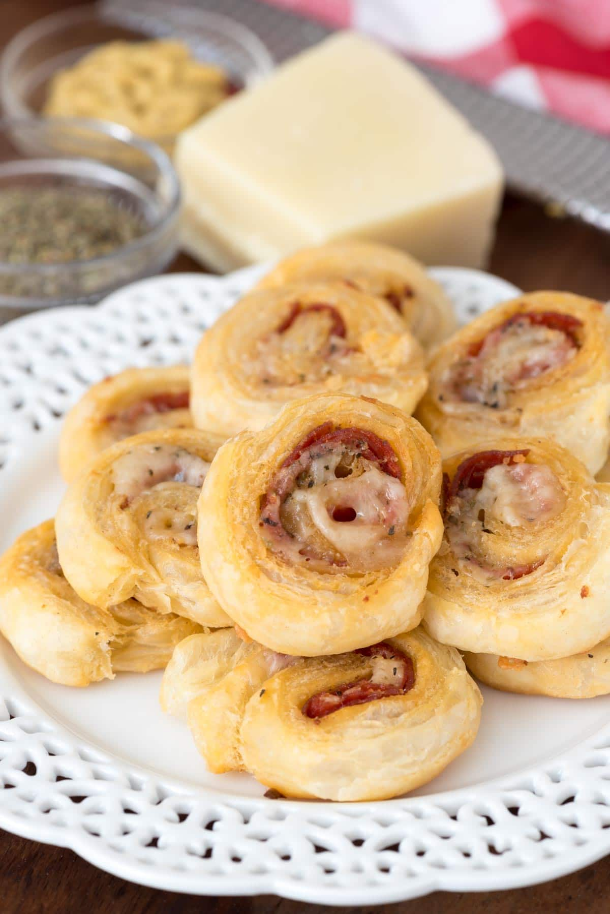 Easy Cheesy Pepperoni Pinwheels - this easy appetizer recipe tastes like mini pizza rolls!