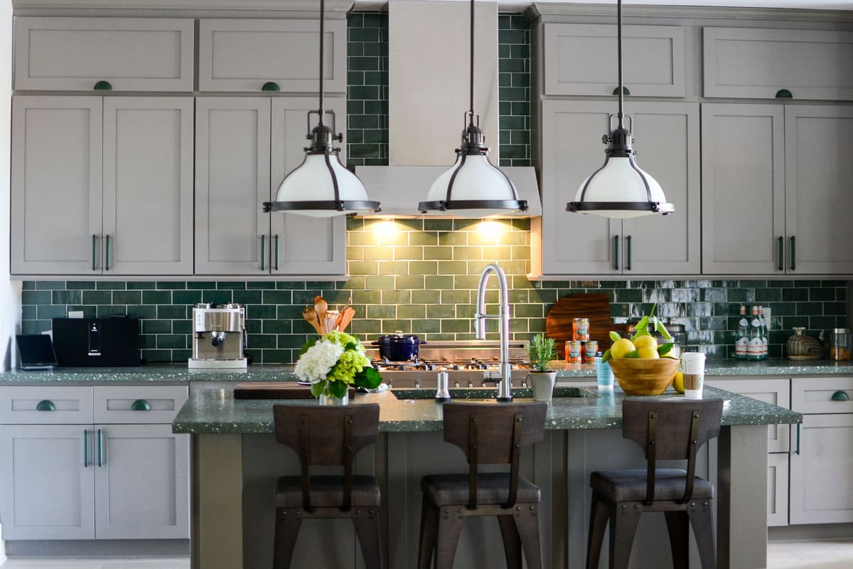 7 Tips for decorating a GREEN kitchen: - off white or light gray cabinets offset the richness of the green.