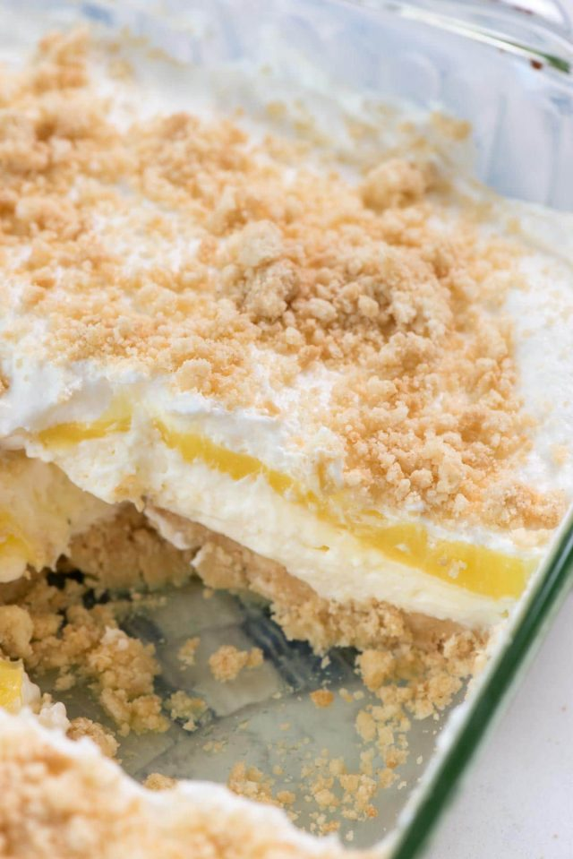No Bake Banana Pudding Dream Dessert - this easy dessert lasagna recipe is made with BANANA pudding and a golden oreo crust.