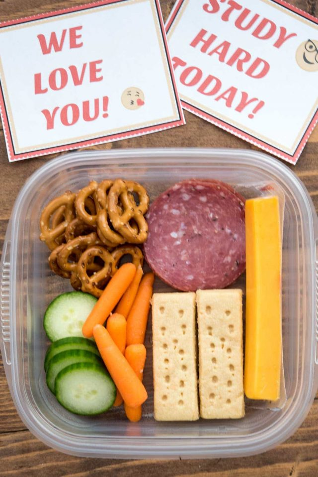 Emoji Lunchbox Notes are the cutest free printable notes ever! Your kids will love them, along with these easy lunch ideas for back to school.