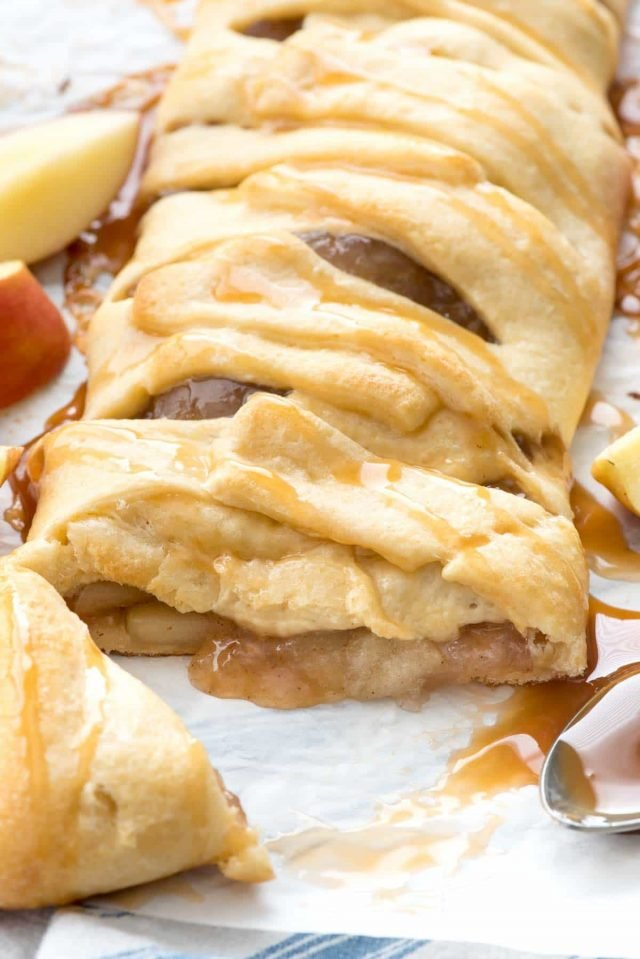 Easy Caramel Apple Strudel - this easy danish braid has just 3 ingredients and is the easiest breakfast or dessert recipe ever! Caramel Apple is the perfect fall flavor, especially in a pastry!