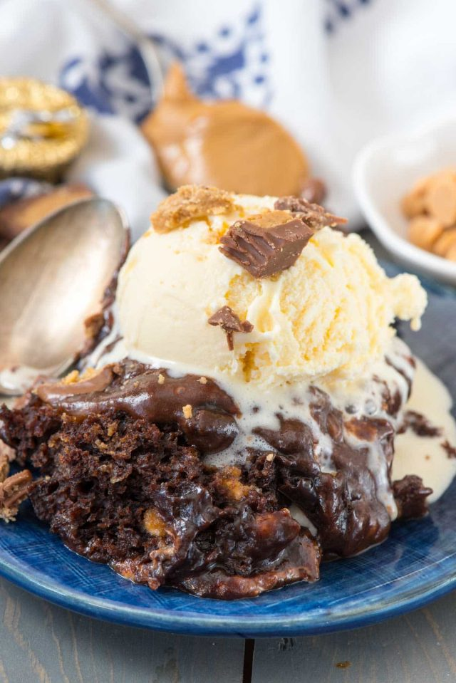 Slow Cooker Peanut Butter Brownie Pudding - the best gooey chocolate pudding recipe made in the crockpot!! This easy dessert is loved by all!