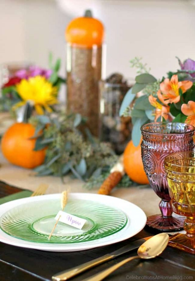 Thanksgiving table decoration themes.