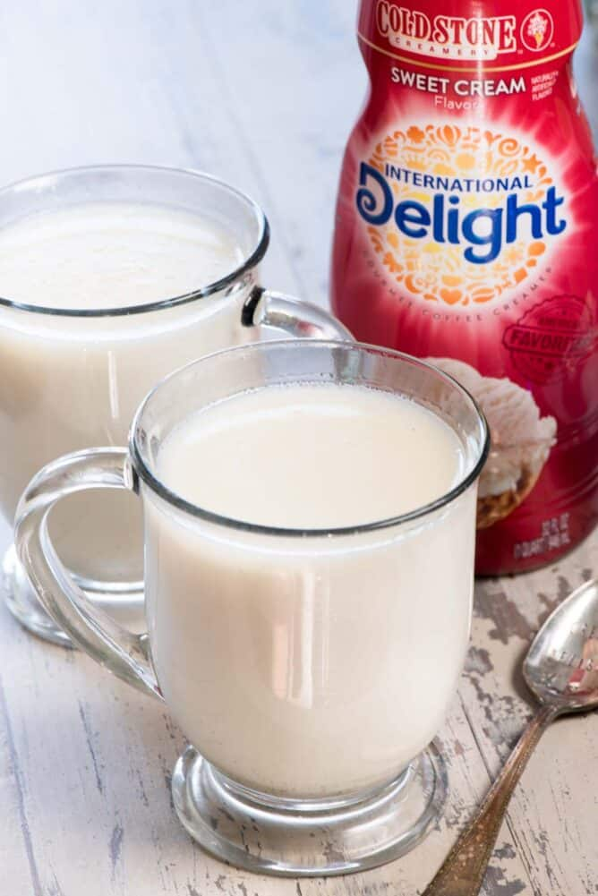 2 glass mugs with Crockpot White Hot Chocolate with  International Delight Coffee Creamer bottle