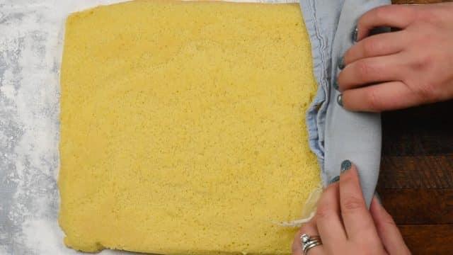 How to make a Tiramisu Cake Roll
