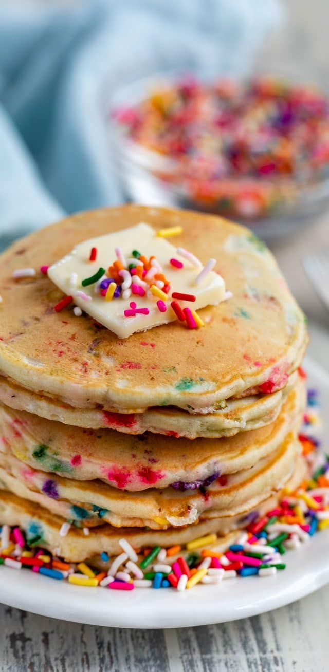 sprinkle pancakes in stack