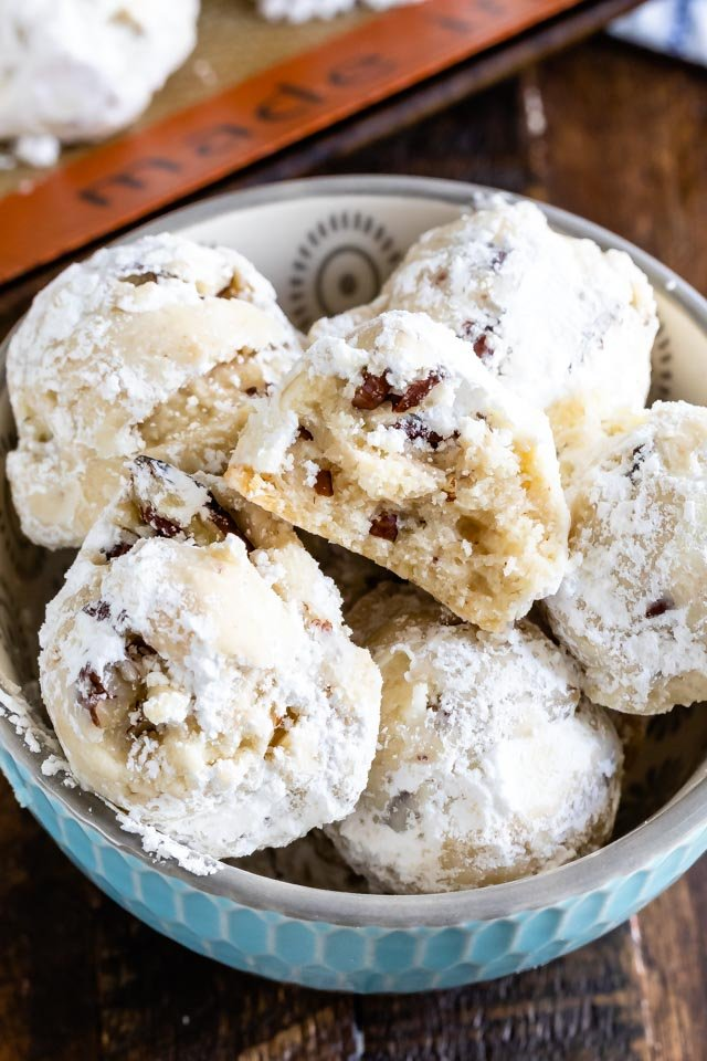 bowl of snowball wedding cookies
