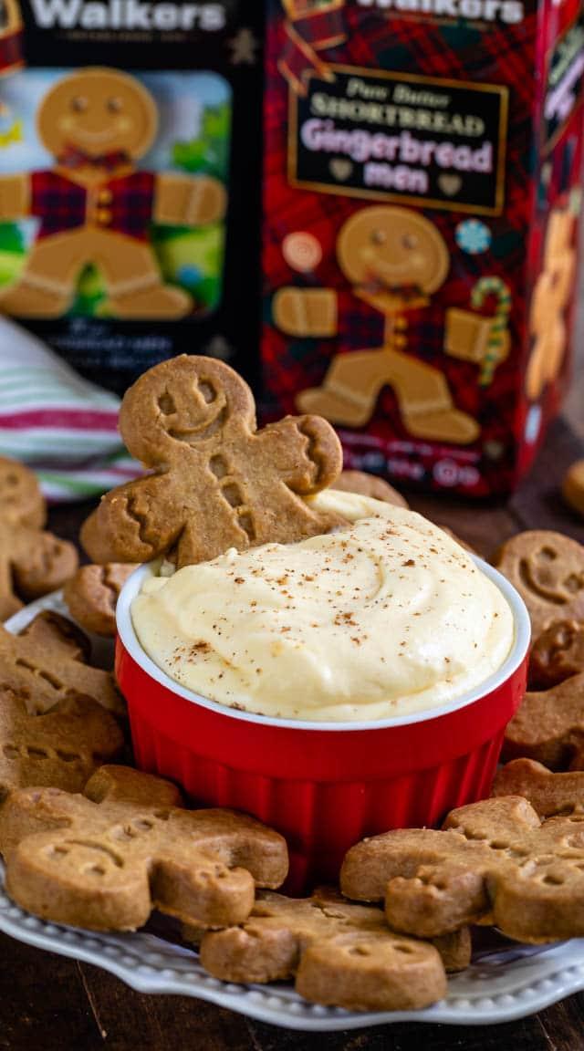 walkers gingerbread men with eggnog dip