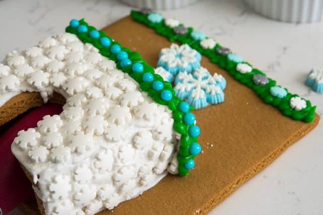 how to make a gingerbread scene cozy fireplace wilton