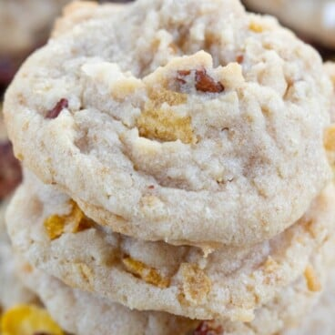 Cornflake cookies with pecans and coconut