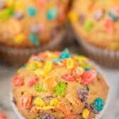 Colorful fruity pebble muffins