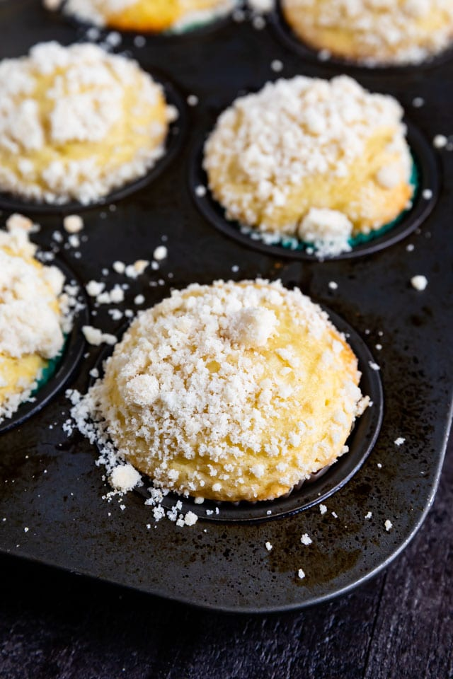 Lemon muffins with crumble topping