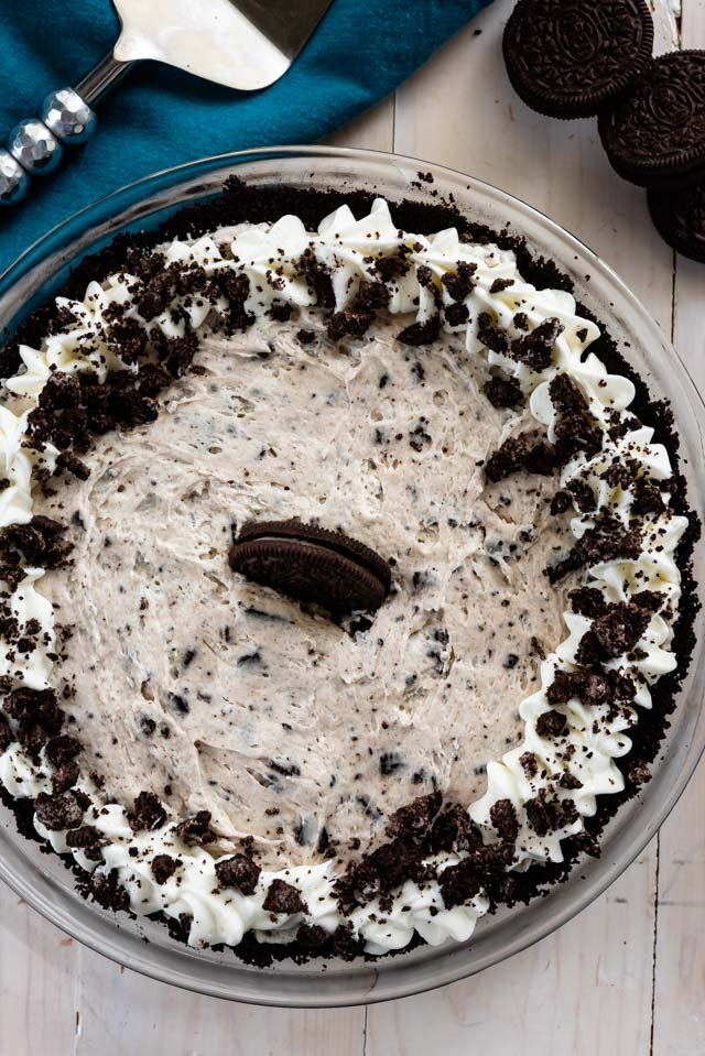 overhead shot of oreo cheesecake in pie plate
