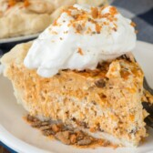Close up photo of a slice of butterfinger pie on a plate
