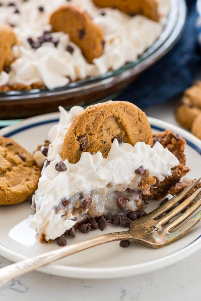 One slice of no bake chocolate chip cookie pudding pie on a plate